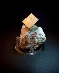 Pirita en matriz - Navajun, Rioja - 5,5x4,5 - cubo 2x2 cms 24,99 €
